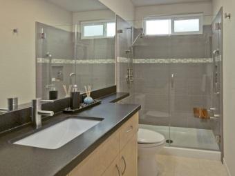 Душевая кабина из стекла для ванной комнаты прямоугольной формы