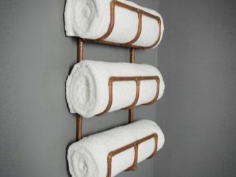Медный водяной полотенцесушитель с полками под полотенца