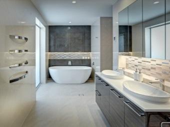 Ниша с подсветкой в ванной комнате расположенная чуть выше ванны и над раковиной