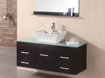 Подвесная тумба из темного ДСП со стеклянной столешницей и накладной квадратной раковиной для ванной комнаты