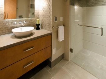Подвесная тумба с накладной раковиной для ванной комнаты
