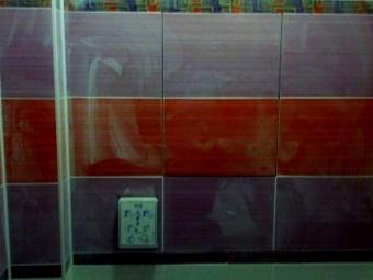 Облицовка сантехнического люка невидимки в ванной