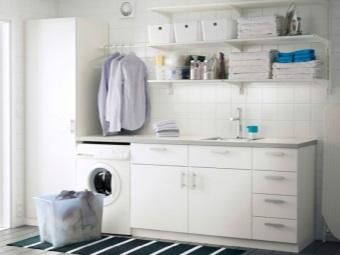 Белая большая тумба с раковиной с проёмом под стиральную машину