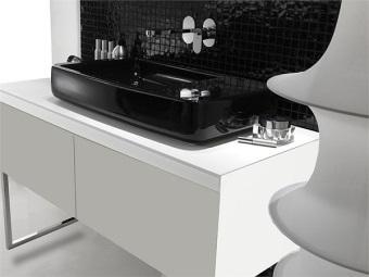 Черный прямоугольный накладной умывальник для ванной