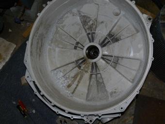 Если болтается барабан стиральной машины стоит проверить подшипник на баке