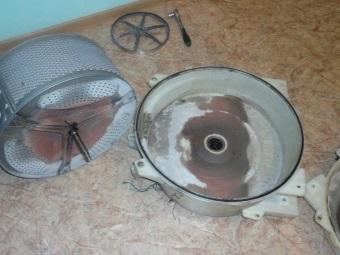 Грязь и накипь на наружней часть барабана и бака стиральной машины