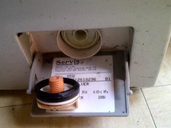 Сливной фильтр стиральной машины под лючком