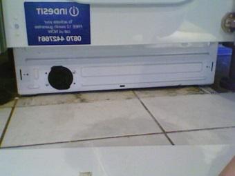 Сливной фильтр стиральной машины под панелью