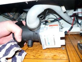 Вода не уходит из стиральной машины из-за неисправного насоса