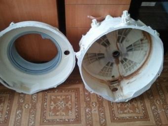 Разобранный бак стиральной машины