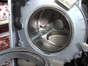 Снятие бака с барабаном на стиральной машине с фронтальной загрузкой