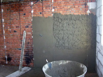 Нанесение цементно-известковой штукатурки