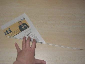Заготовка газетных трубочек для корзины под белье