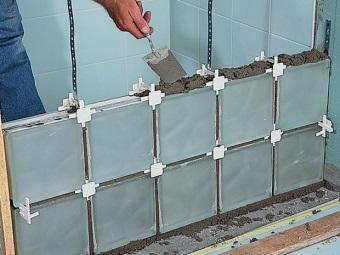 установка стеклоблоков на цемент