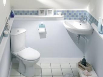 ванная комната в холодных тонах