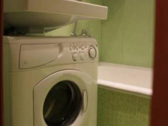 узкая стиральная машина под раковиной