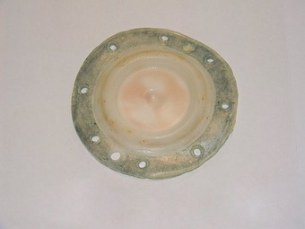 Изношенная мембрана водяного узла газовой колонки