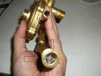 Фильтр водяного редуктора газовой колонки