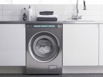 встроенная стиральная машина в кухне