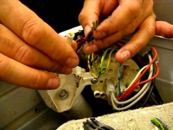 Повреждение провода в стиральной машине