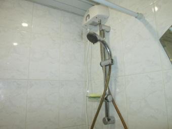 Проточный водонагреватель с лейкой для душа