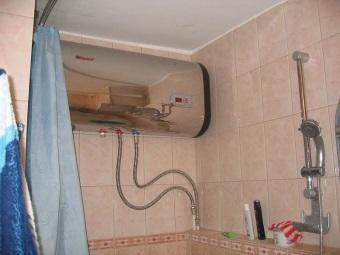 Горизонтальный бойлер в ванной комнате