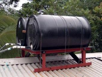 Емкость для воды на крыше дачного дома