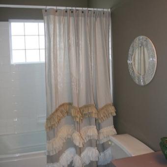 Тканевая прозрачная шторка для ванной с оборкой внизу