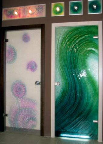 Матовые двери с цветным рисунком