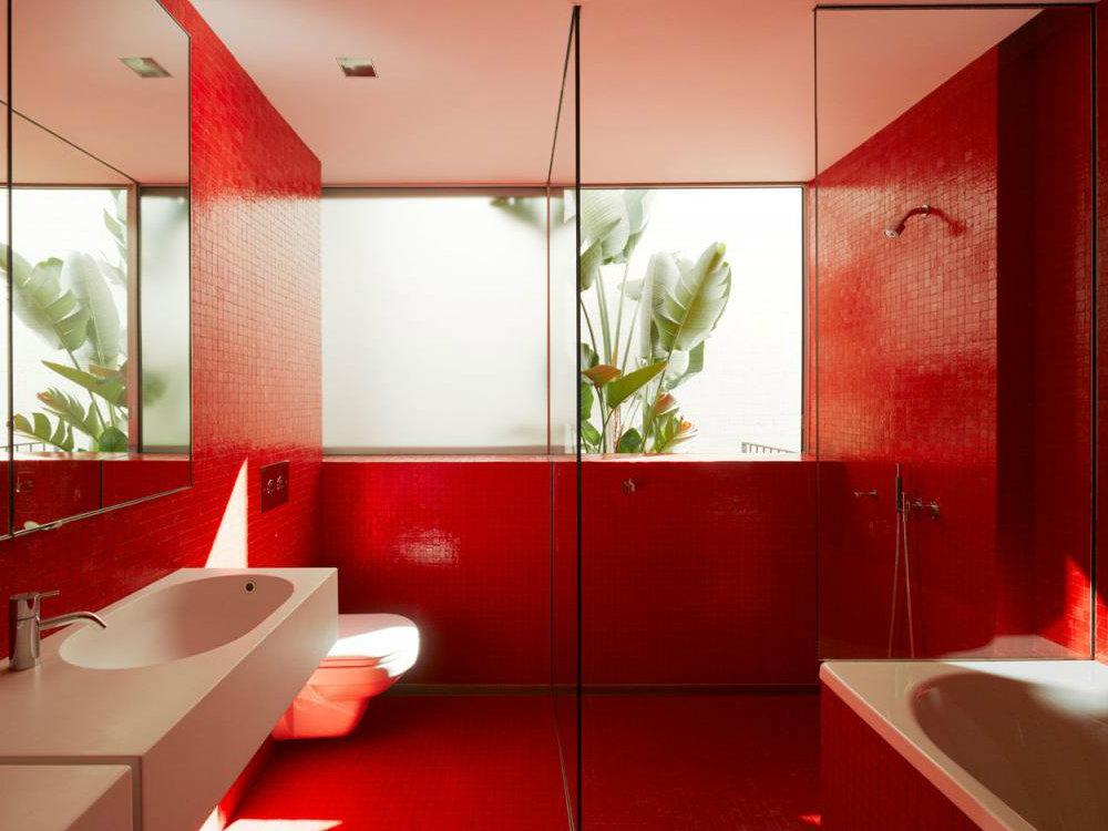 Черно красная ванная комната