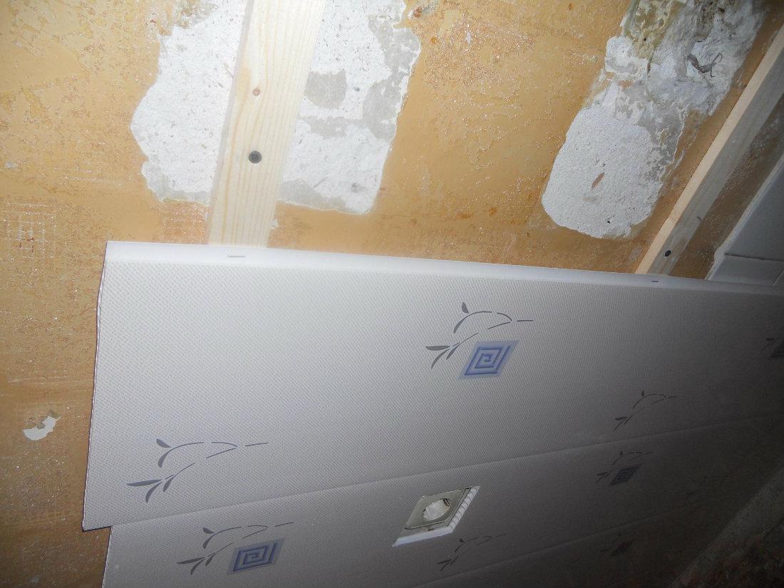 Обшивка стен в ванной пластиковыми панелями