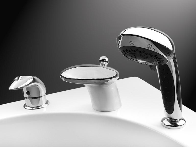 Cмеситель на борт ванны с душем