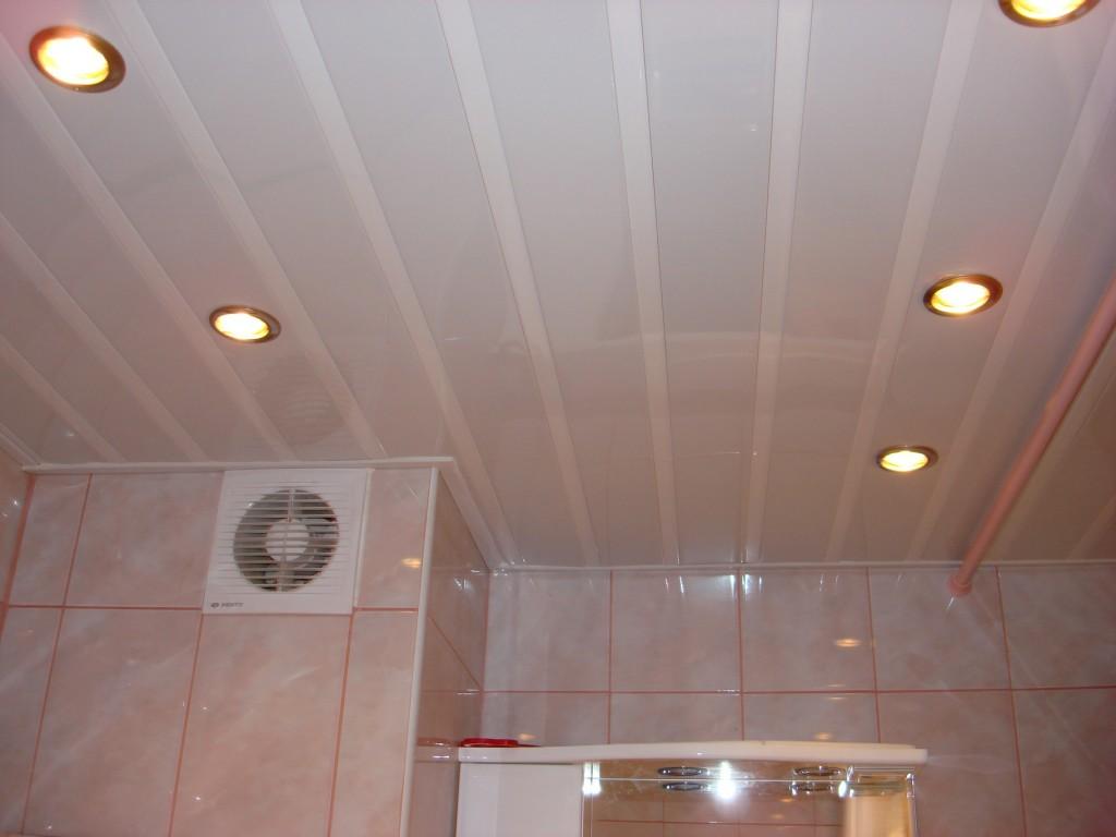 панели на потолок в ванной
