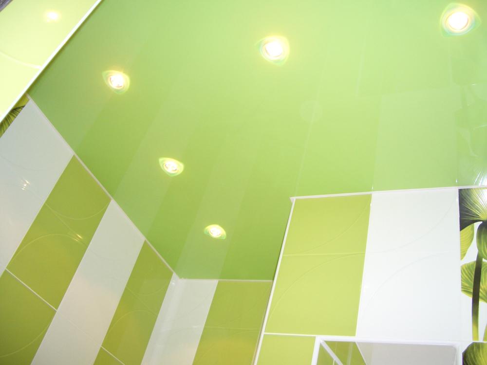 Натяжные потолки в ванной комнате требуется ремонт ванной комнаты