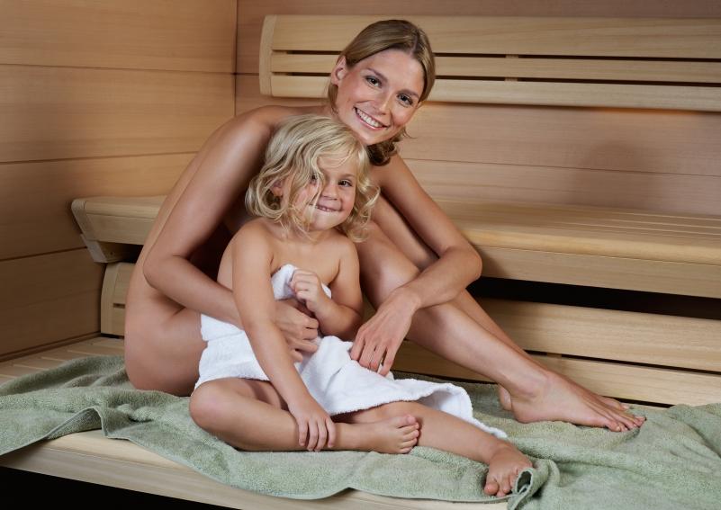 Женщины с детьми в сауне фото