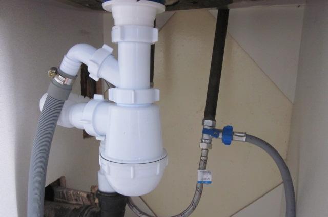Правильная установка стиральной машины на слив воды