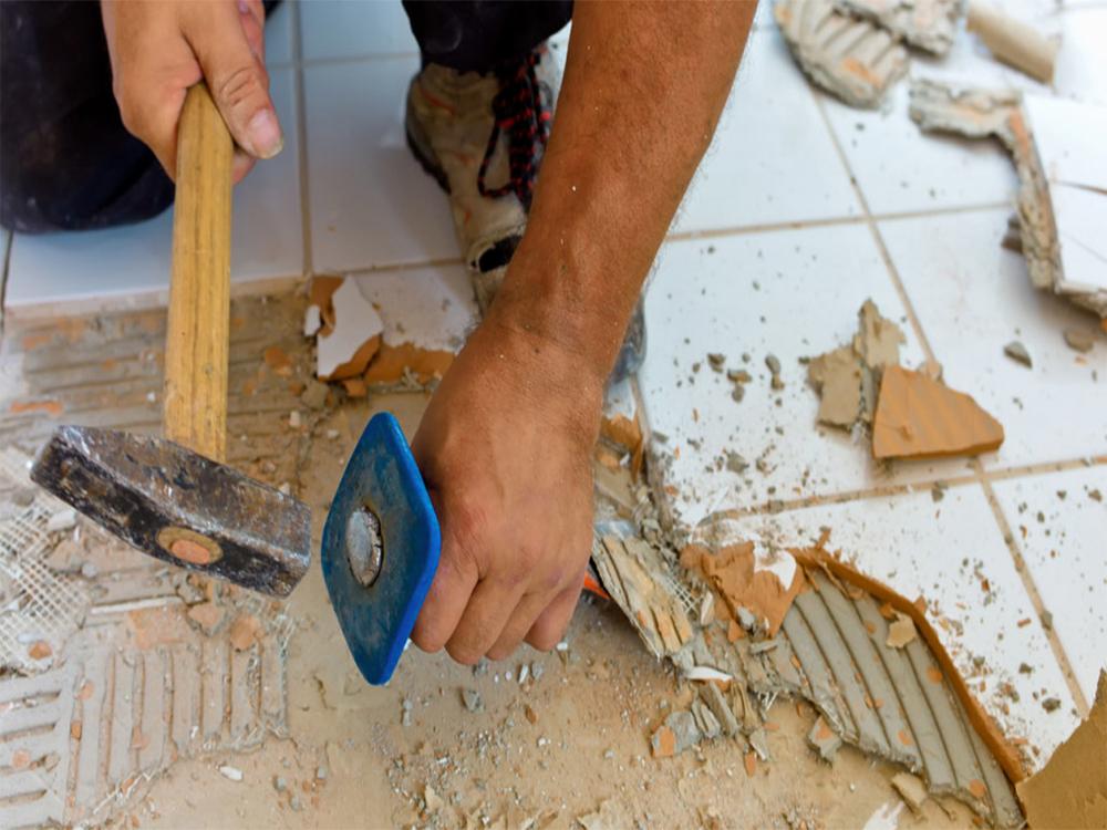 Как снять старую плитку со стены своими руками 24