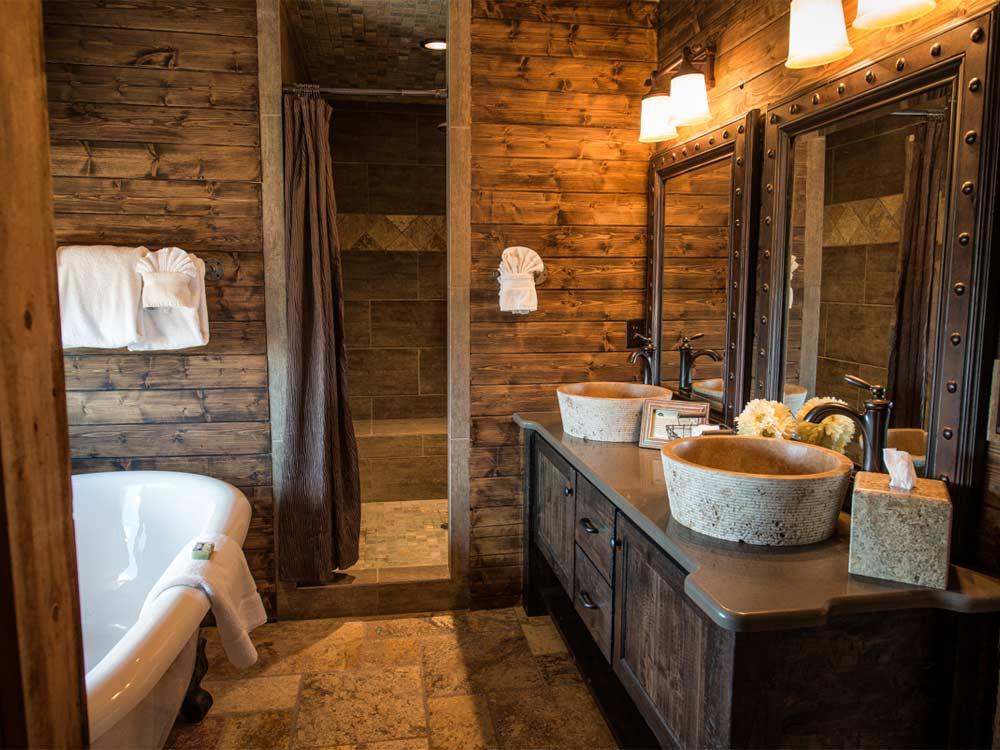 отделка ванной комнаты деревом полы стены мебель деревянная