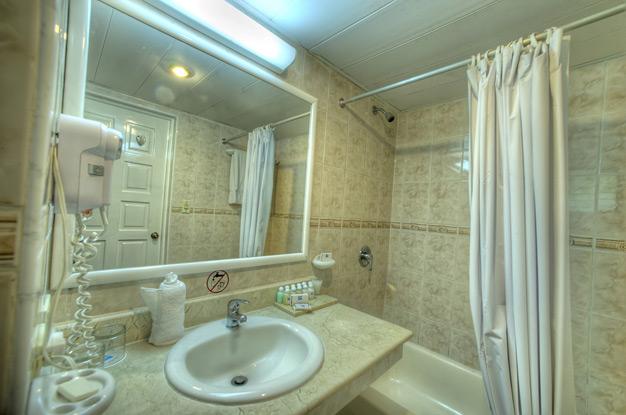 Дизайн в ванной комнате в панельном доме