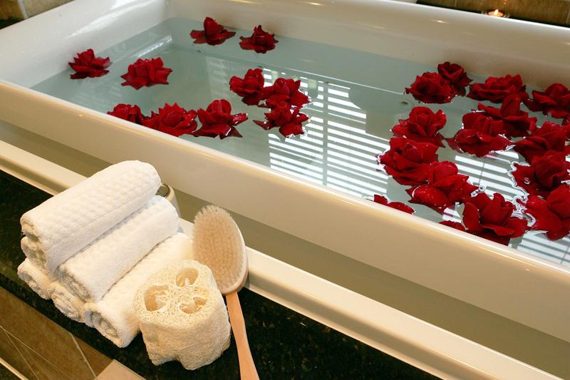 """Картинки по запросу """"ванна с розами масла"""""""