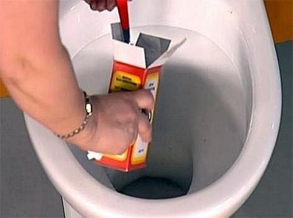 Как прочистить унитаз в домашних условиях от засора содой