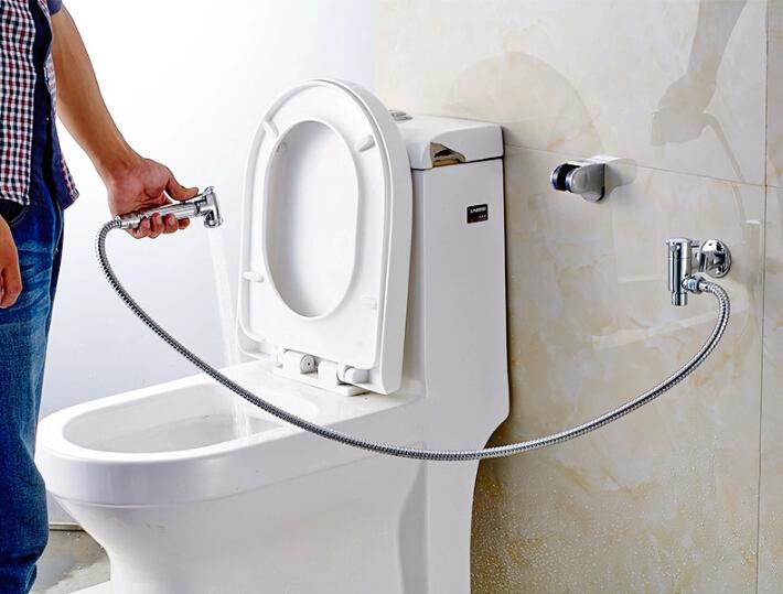 http://www.o-vannoy.ru/images/article/orig/2015/10/smesitel-s-gigienicheskim-dushem-1.jpg