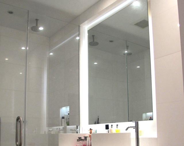 Зеркало с полочкой для ванной своими руками