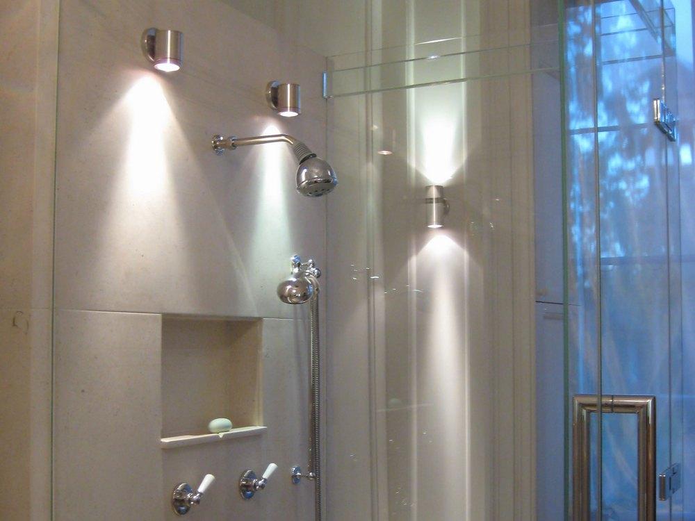 Влагозащищенные осветители для ванной