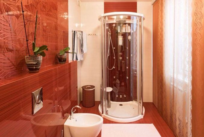 Дизайн душевой кабины в малогабаритной ванне