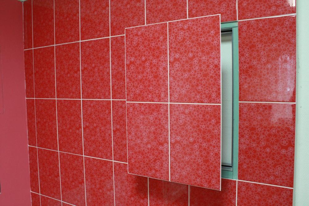 скрытый люк стены под плитку в ванной