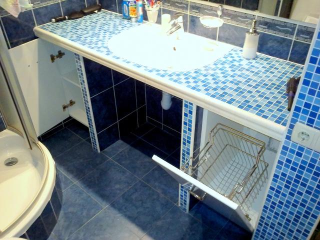 Полка в ванной под раковину своими руками 67