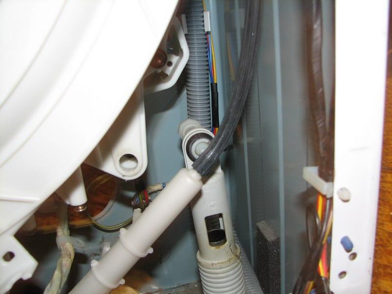 Амортизаторы стиральной машины: причины поломки и инструкция по ремонту