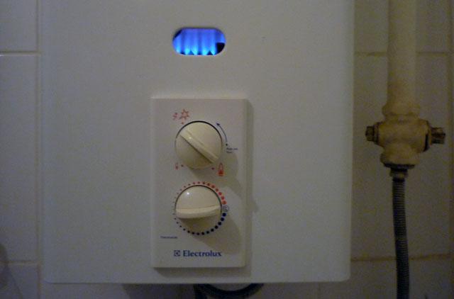 Почему отключается газовая колонка электролюкс