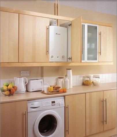 Дизайн кухни 7 кв.м с газовой колонкой и холодильником